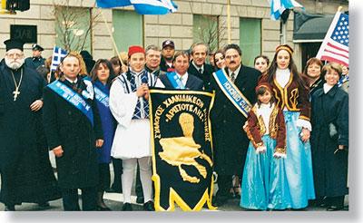 Με τους Χαλκιδικείς της Ν. Υόρκης (Η.Π.Α.). Παρέλαση στην 5η Λεωφ. Μανχάταν για την 25η Μαρτίου.